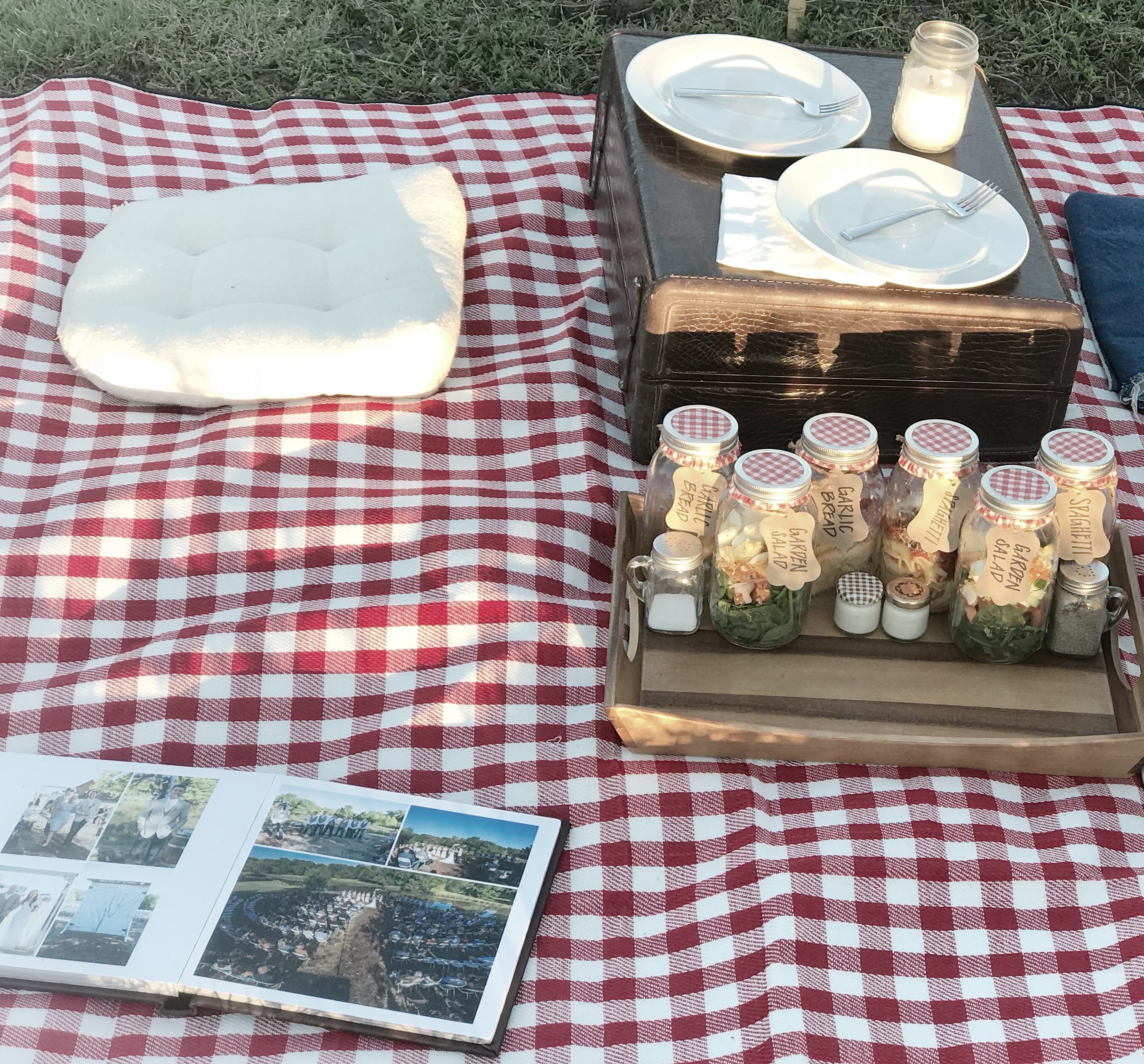 mason jar meals, red gingham, picnic setting, romantic
